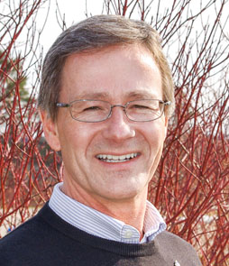 Simon Courtenay is one of Connecting Water Resources 2015 Speakers